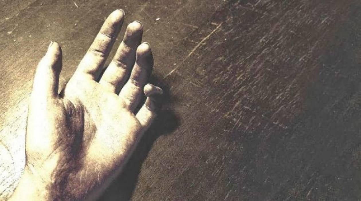Τραγωδία στα Γιάννενα: Χαιρέτησε σύζυγο και κόρη και έπεσε στο κενό