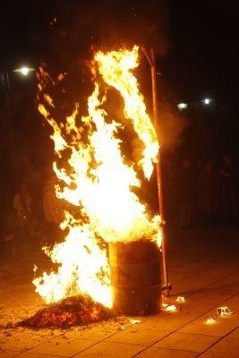 Αστακός: Η περιφορά του επιταφίου και το κάψιμο του Ιούδα (pics)