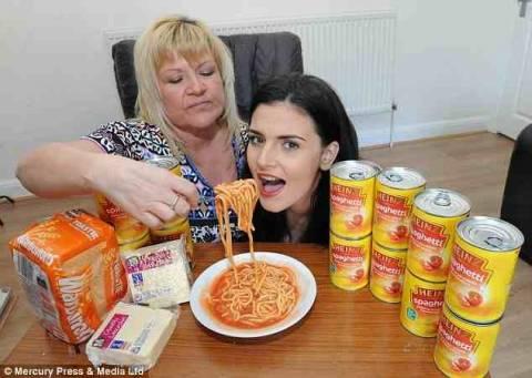 Αυτή η 17χρονη μπορεί να φάει μόνο μακαρόνια! (pics)