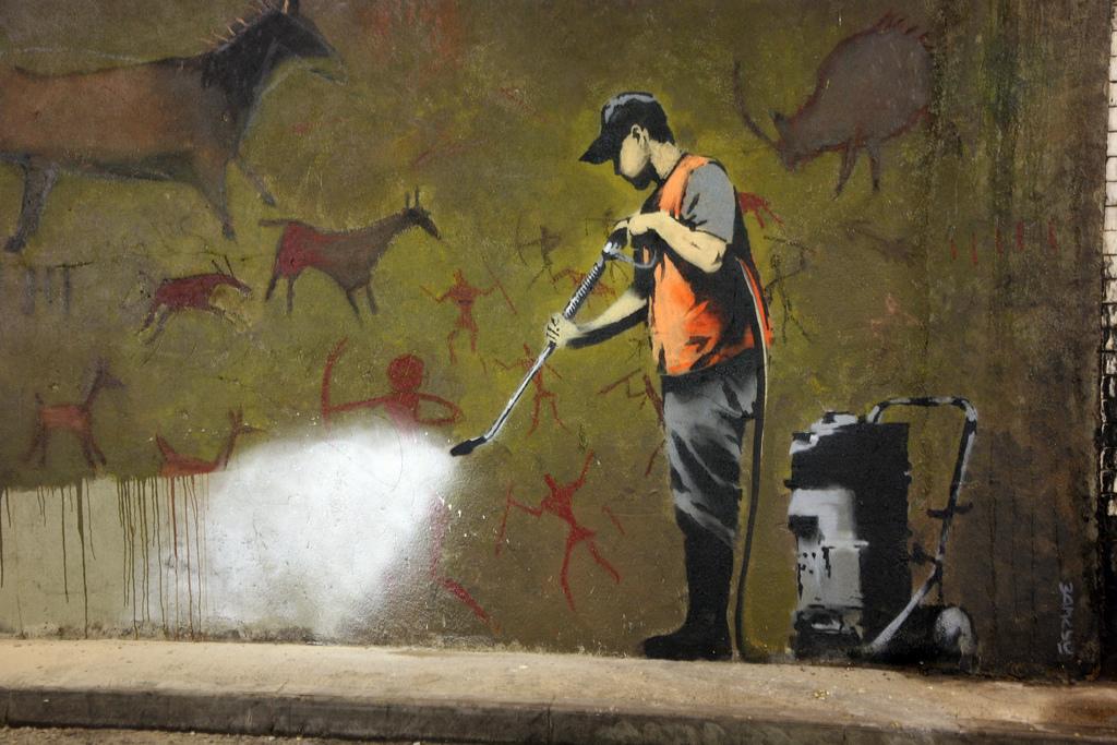 Κάμερα κατέγραψε τον Banksy εν ώρα δημιουργίας;
