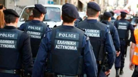 Θεσσαλονίκη: Άνδρες των ΜΑΤ διδάσκουν ορθογραφία, ιστορία και έκθεση