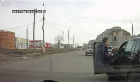 Βίντεο: Έτσι αντιμετωπίζουν έναν μεθυσμένο οδηγό στη Ρωσία!