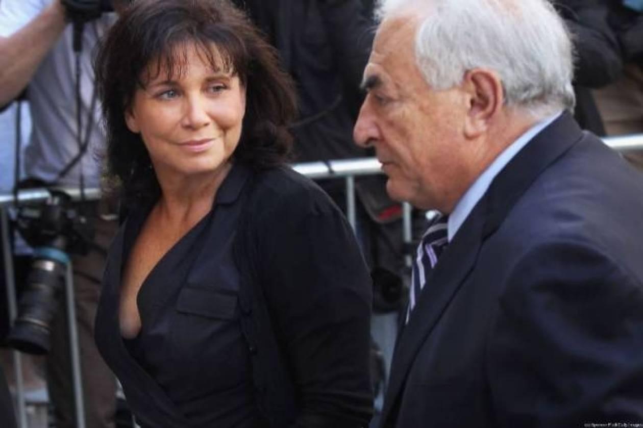 Γαλλία: Η πρώην σύζυγος του Στρος - Καν σπάει τη σιωπή της