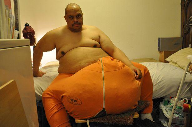 Απαλλάχτηκε από τα 60 κιλών γεννητικά του όργανα! (vid+phs)