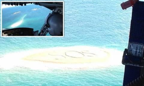 Ναυαγοί σώθηκαν χάρη σε ένα τεράστιο SOS που έγραψαν! (pics)