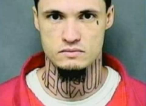Δικάζεται για φόνο και έχει τατουάζ το οποίο γράφει...