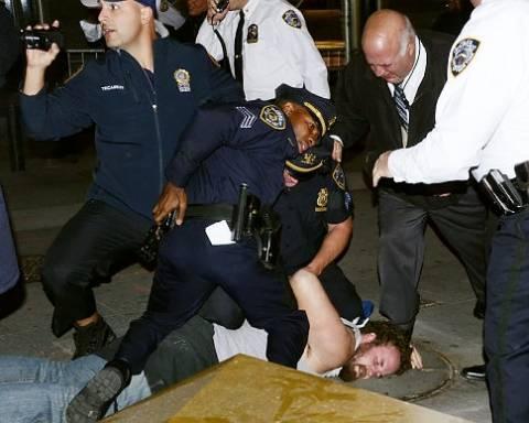 Έφτυσε αστυνομικό στο πρόσωπο με... συνοδευτική ατάκα