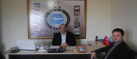 Νεοδημοκράτης επισκέφτηκε τα γραφεία του κόμματος DEB;