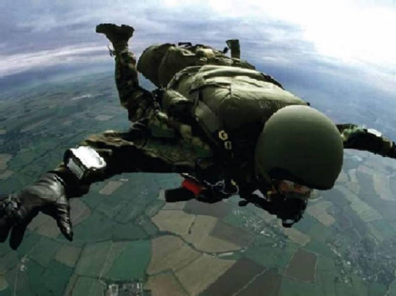 Διασωληνωμένος αλεξιπτωτιστής μετά από πτώση σε στρατιωτική άσκηση
