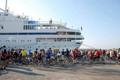 """Κρουαζιερόπλοιο με 400 ποδηλάτες θα """"δέσει"""" στην Καλαμάτα"""