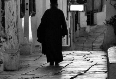 Τύρναβος: Έμπλεξε ο ιερέας - Διάβασε το Ευαγγέλιο στα βλάχικα και…