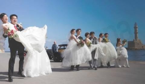 Παραδοσιακοί κρητικοί γάμοι για 16 ζευγάρια... Κινέζων! (φώτο)