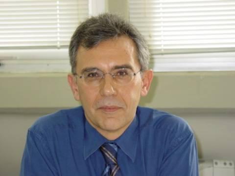 «Έφυγε» ο πανεπιστημιακός Βασίλης Παπάζογλου