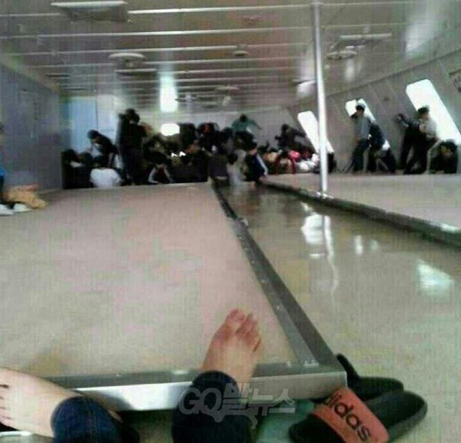 Νότια Κορέα: Συγκλονιστικές φωτογραφίες από το ναυάγιο (photos)