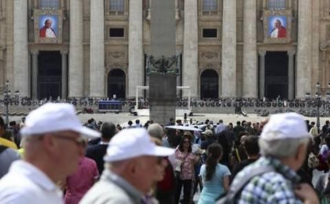 Ένα εκατομμύριο πιστοί στο Βατικανό για την τελετή αγιοποίησης