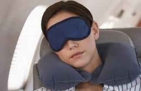 Την πήρε ο ύπνος στο αεροπλάνο και... δείτε τι της συνέβη!