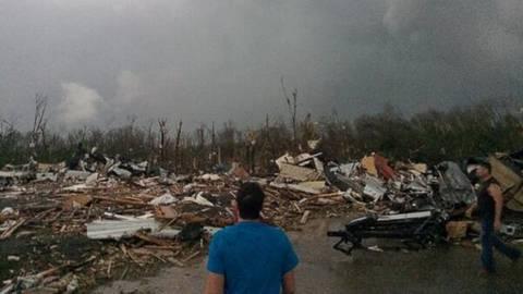 17 νεκροί στις ΗΠΑ: Εικόνες καταστροφής μετά τους ανεμοστρόβιλους