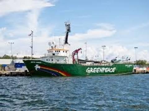 Ολλανδία: Πλοίο της Greenpeace «κυνηγάει» πετρελαιοφόρο