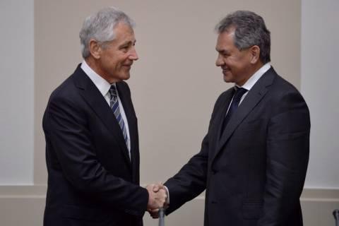 Οι υπ. Άμυνας ΗΠΑ και Ρωσίας συζήτησαν για την κατάσταση στην Ουκρανία