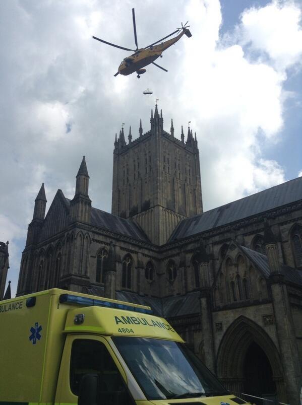 Γυναίκα εγκλωβίστηκε στη στέγη καθεδρικού ναού! (photos)