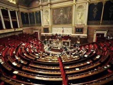 Γαλλία: Η Εθνοσυνέλευση ενέκρινε το πρόγραμμα εξοικονόμησης 50 δις