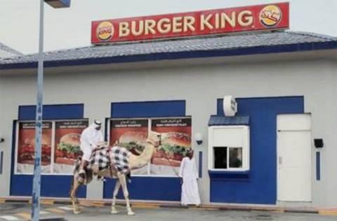 «Ένα μπέργκερ και μία πατάτες. Για την… καμήλα μου»! (video)