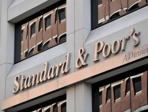 Deutsche Bank και 14 ακόμα τράπεζες υποβάθμισε ο Standard & Poor's