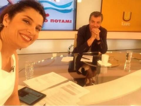 Αυτή είναι η selfie της Τσαπανίδου με τον Σταύρο Θεοδωράκη (pic)