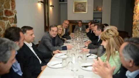 Δείπνο Σαμαρά με Κουμουτσάκο και υποψήφιους αντιπεριφερειάρχες