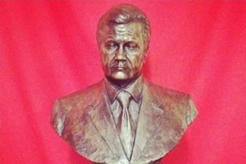 Ο «γυμνός» Βίκτορ Γιανουκόβιτς (pics)