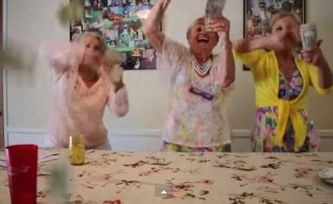 Απίστευτες γιαγιάδες: Μιμούνται την Miley Cyrus και το χαίρονται (vid)