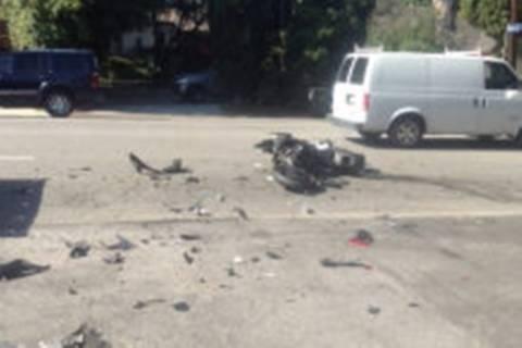 Μοτοσικλετιστής «έφαγε» πόρτα! Φορτηγού... (video)