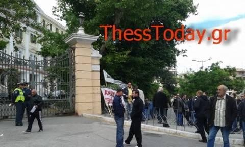 Θεσσαλονίκη: Διαμαρτυρία στο ΥΜΑΘ από πωλητές και παραγωγούς λαϊκών