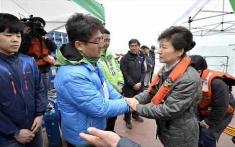 Πρόεδρος Ν. Κορέας: Αυστηρή τιμωρία των ενόχων για το ναυάγιο