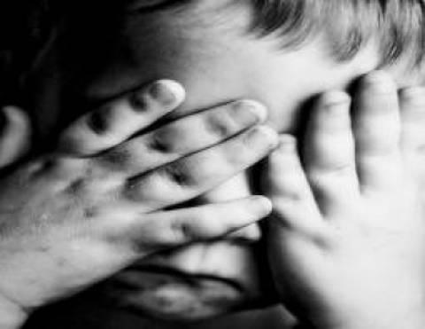 Πρόταση νόμου για ισόβια φυλάκιση στους παιδόφιλους