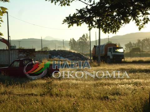 Χαμός στην Ηλεία: Αδειάζουν τα σκουπίδια δίπλα στο νοσοκομείο (pics)