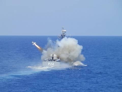 Αυτό είναι το Πολεμικό Ναυτικό: «Έβρεξε πυραύλους» στο Κρητικό πέλαγος (pics)