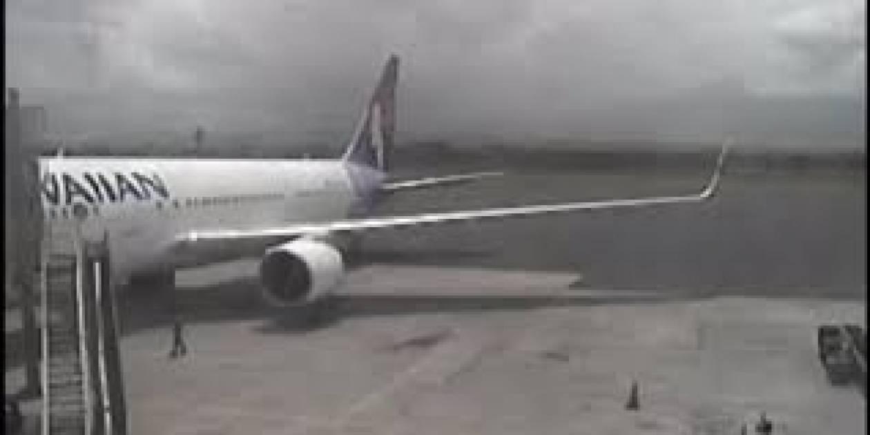Βίντεο: Η στιγμή που 16χρονος λαθρεπιβάτης πηδά από τη ρόδα αεροπλάνου