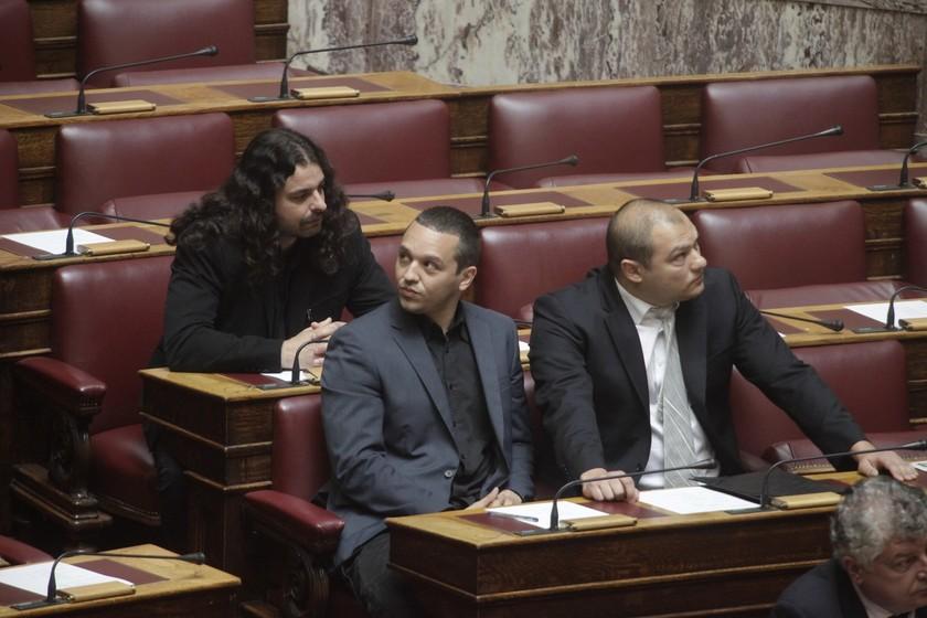 Οι πρώτες φωτογραφίες των Μπούκουρα-Γερμενή στα έδρανα της Βουλής