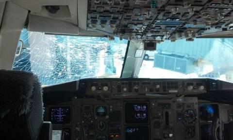 Τρόμος στον αέρα: Ράγισε εν ώρα πτήσης το τζάμι του πιλοτηρίου!