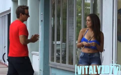 Φιλιέται με άγνωστες γυναίκες χρησιμοποιώντας 3 απλές ερωτήσεις (Video)