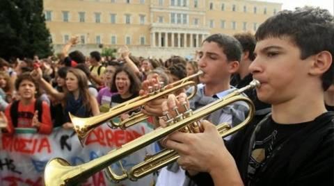 Συγκέντρωση διαμαρτυρίας από γονείς και μαθητές μουσικών σχολείων