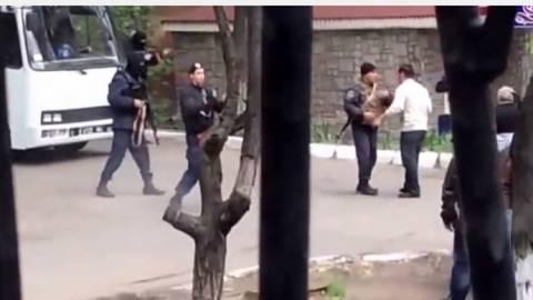 Ουκρανία: Πυροβολισμοί στη Μαριούπολη
