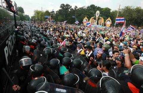 Συγκέντρωση φιλοκυβερνητικών διαδηλωτών στην Μπανγκόκ