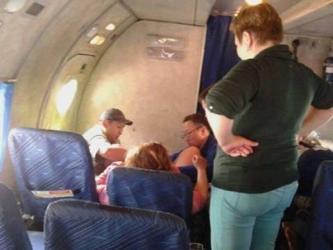 Γέννησε δίδυμα κατά τη διάρκεια πτήσης!
