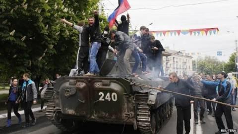 Ουκρανία: Απελευθερώθηκαν οι εθελοντές του Ερυθρού Σταυρού