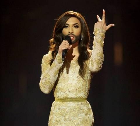 Η τραγουδίστρια με την γενειάδα είναι αδελφή της... Κιμ Καρντάσιαν; (βίντεο)