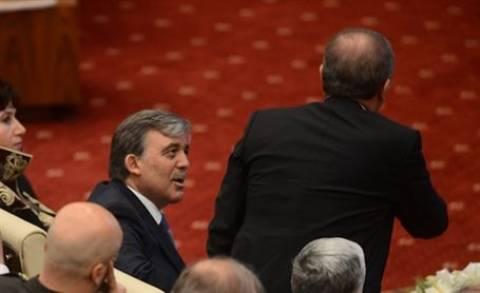 Ερντογάν: Εξοργίστηκε με τον πρόεδρο της Ένωσης Δικηγορικών Συλλόγων κι έφυγε! (video)