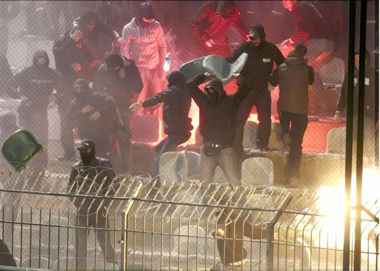 Στη δημοσιότητα φωτογραφίες από τα επεισόδια στον αγώνα ΠΑΟ-ΠΑΟΚ