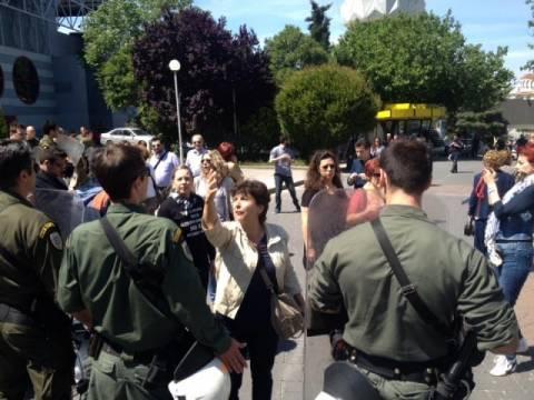 Διαμαρτυρία στην ομιλία του Ευάγγελου Βενιζέλου στη ΔΕΘ (pics+vid)